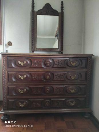 Mobilia de quarto antigo, madeira maciça. Movel de Tv e candeeiros