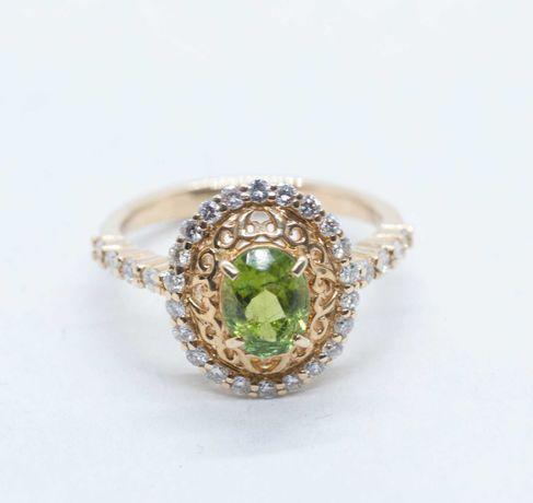 Złoty pierścionek z oliwinem i diamentami
