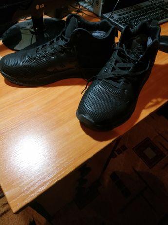 Продам кроссовки размер 42-43