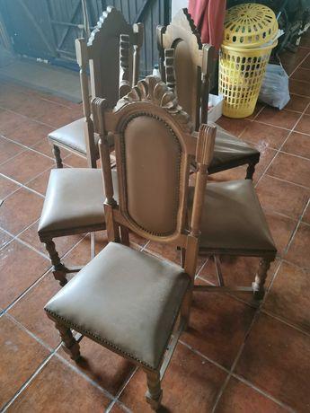 5 Cadeiras antigas um pouco danificadas