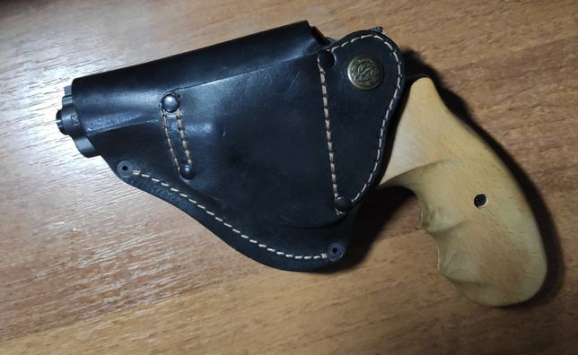Кобура поясная из кожи под револьвер