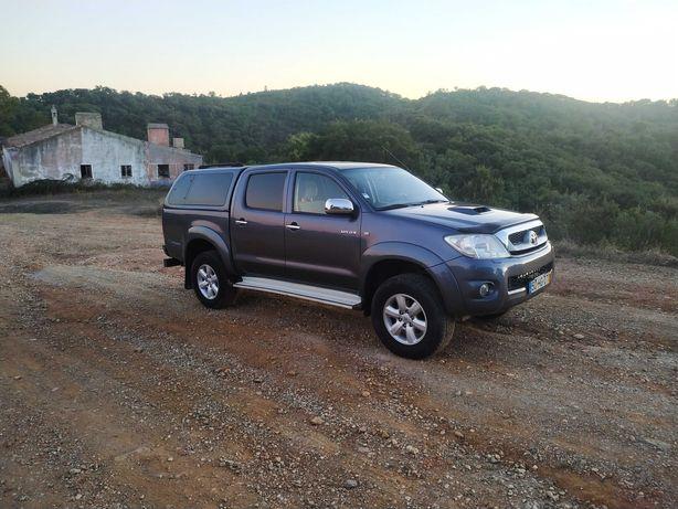 Toyota Hilux 2.5 Tracker CD 4WD