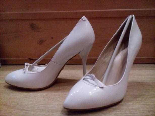 Туфли белые кожаные Attizzare
