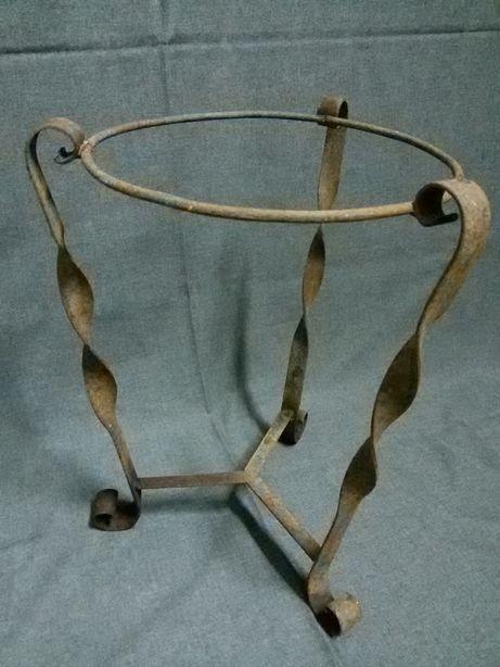 Suportes para vasos em ferro (antigos)