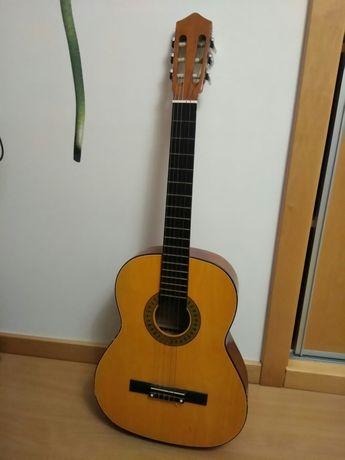 Alugo Guitarra acústica