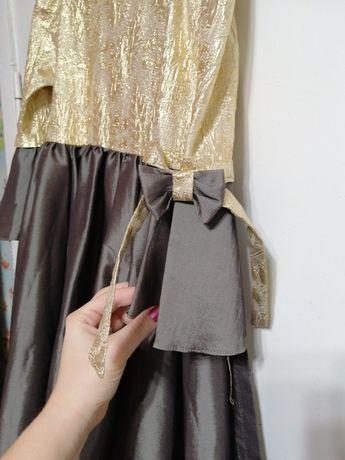 Продам платье для девочки лет 12