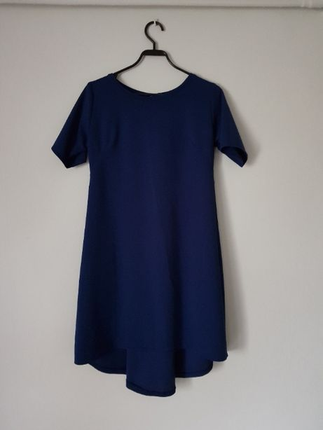 Granatowa sukienka z dłuższym tyłem