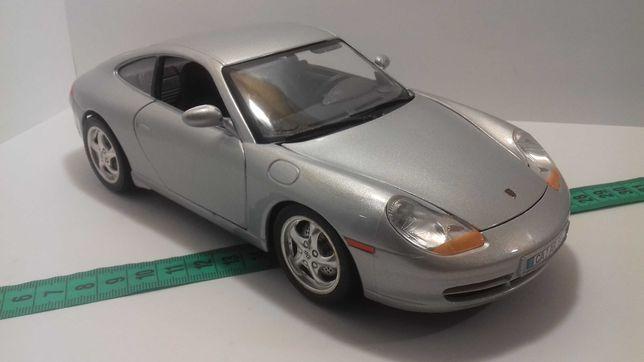 Модель машины Porsche 911 Carrera  1:18 Burago Made in Italy Порше