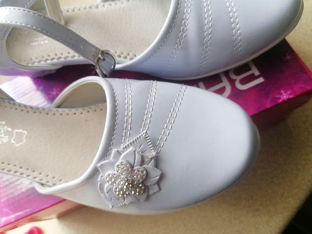 Białe buciki do Komunii nr 38