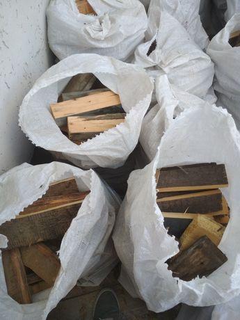 Продам сосновые дрова фасованные в строительных мешках