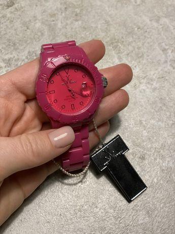 Продам оригинальные часы ToyWatch
