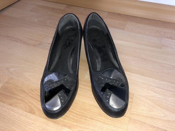 Класичні туфлі фірми Clarks