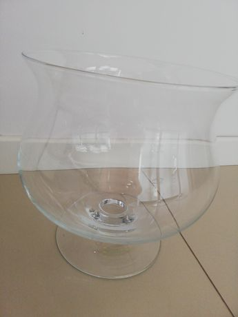Ogromny szklany kielich