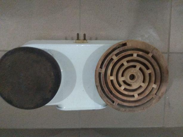 Kuchenka elektryczna dwupłytkowa z lat 50-tych