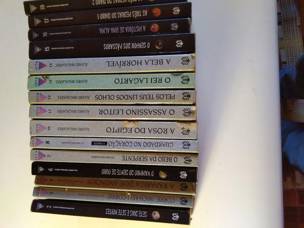 Colecao de livros Triângulo Jota