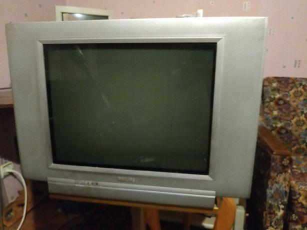 Хороший телевизор Philips 52 см