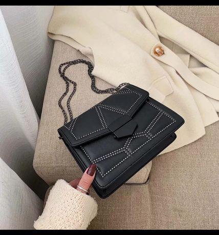 Nowa czarna torebka z łańcuszkiem
