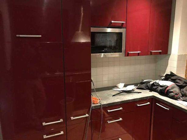 Bordowe z połyskiem meble kuchenne + AGD, z Austrii