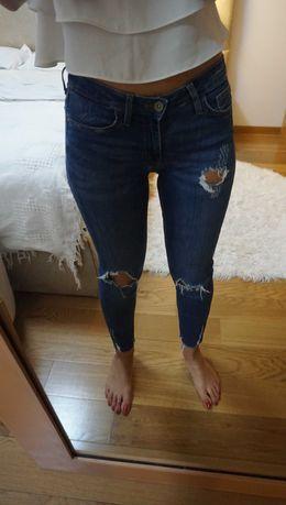 Várias calças de ganga