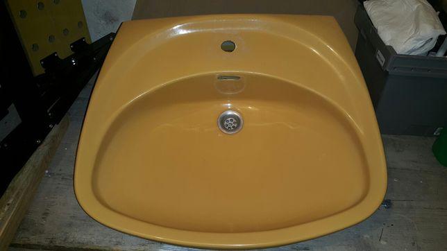 Umywalka łazienkowa używana