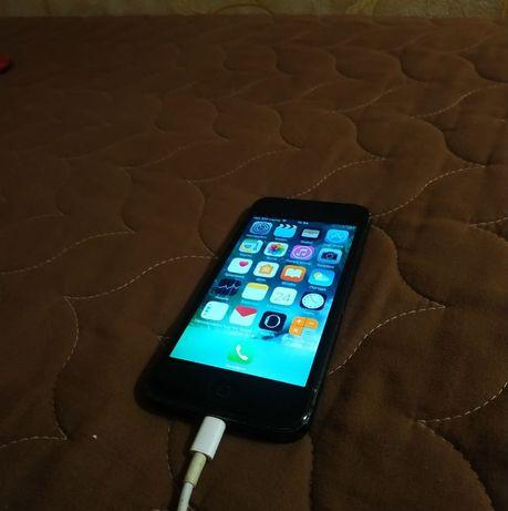 Продаю iPhone 5s + новая батарея