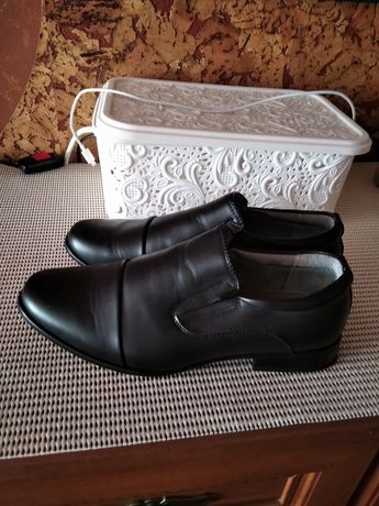 Новые кожаные туфли в школу 37р-р