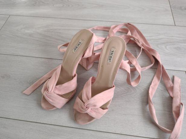 Sprzedam Pudrowe sandały