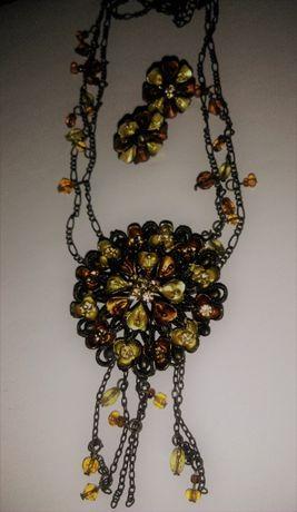 Komplet biżuterii składający się z naszyjnika oraz klipsów