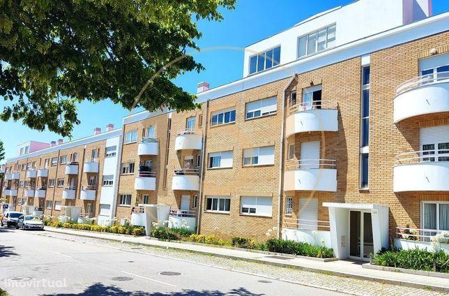 Apartamento T3 em Matosinhos com ampla zona ajardinada privativa.