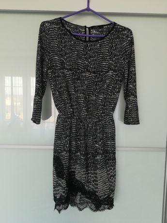 Sukienka wężowy wzór bershka