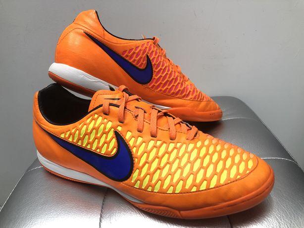 Продам футзалки(бампы,сороконожки)Nike Magista