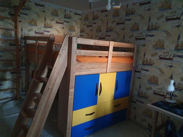 Мебель в детсую комнату,кровать деревянная,стол,полка,шкаф