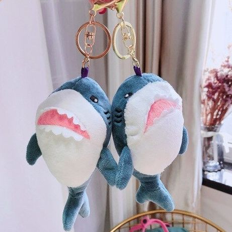 Плюшевый брелок акула