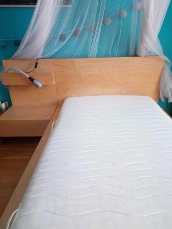 Cama de solteiro com estrado, colchão e mesa de cabeceira