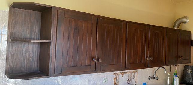 Móvel de cozinha em madeira maciça