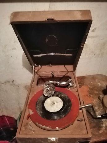 Грамофон на пластинках Патефон старинный Антиквариат Раритет