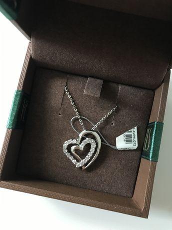 Nowy srebrny łańcuszek z zawieszką w kształcie serca wraz z pudełkiem