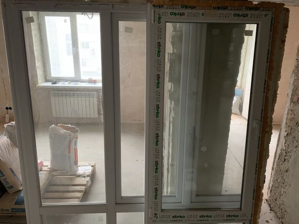 Віконна рама з вікном Steko з балкону, однокамерна, з новобудови.