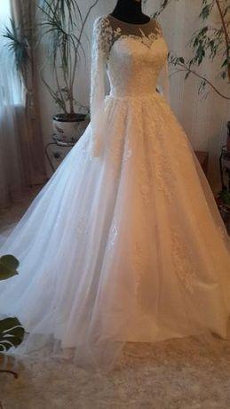 Совсем новое свадебное платье