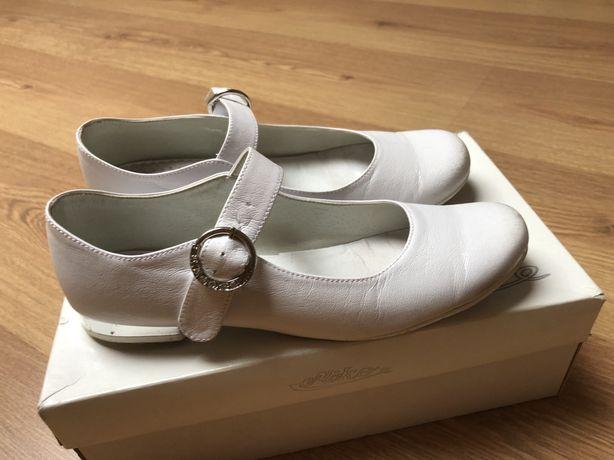 Buty białe do komunii