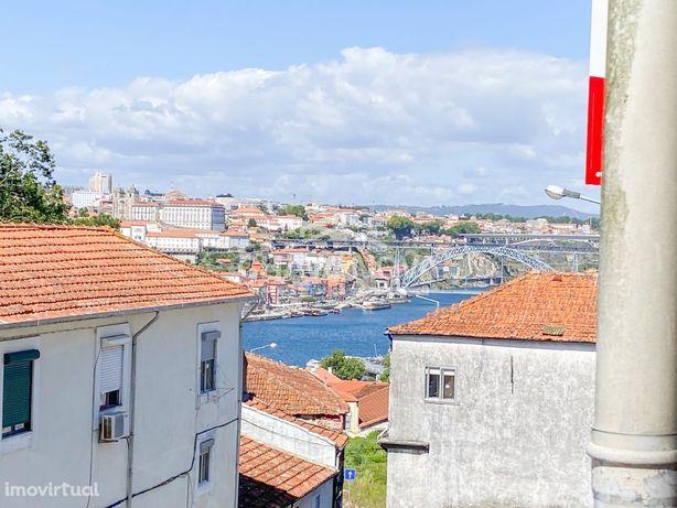 Apartamento T2 Candal com vistas Rio Douro para venda