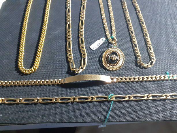 LOTE -  Quatro lindissimos colares com um fio em ouro usado 19.2k