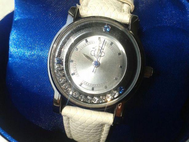 Часы Oriflame со стразами сваровски