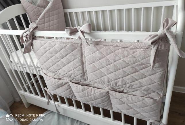 Organizer na łóżeczko przewijak velvet różowy