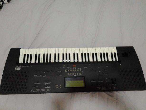 Teclado Musical IS50 KORG