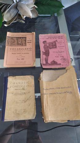 Conjunto antigo de manuais de português com mais de 70 anos