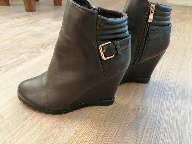 Жіноче черевики.