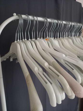 Sprzedam wieszaki na ubrania