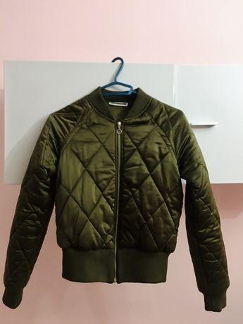 Стильна оливкова куртка
