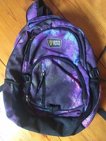 Plecak galaxy z dużą ilością kieszeni